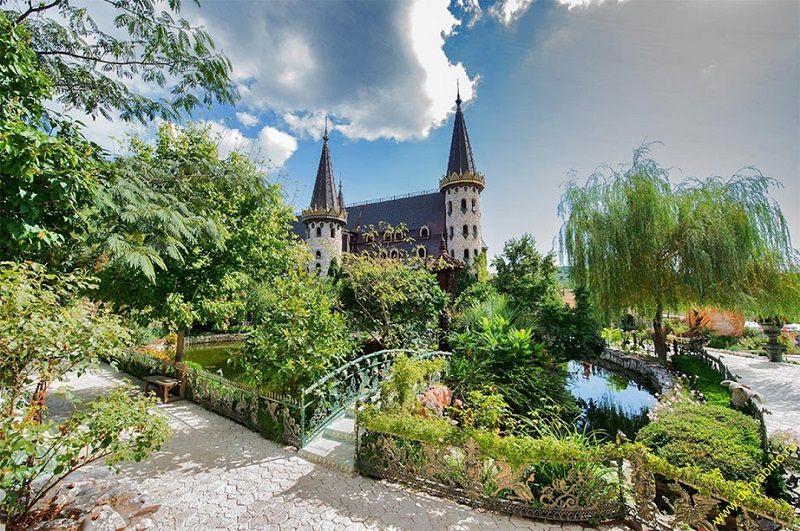 """Замъкът """" Влюбен във вятъра"""" е Туристически атракцион №1 на България"""