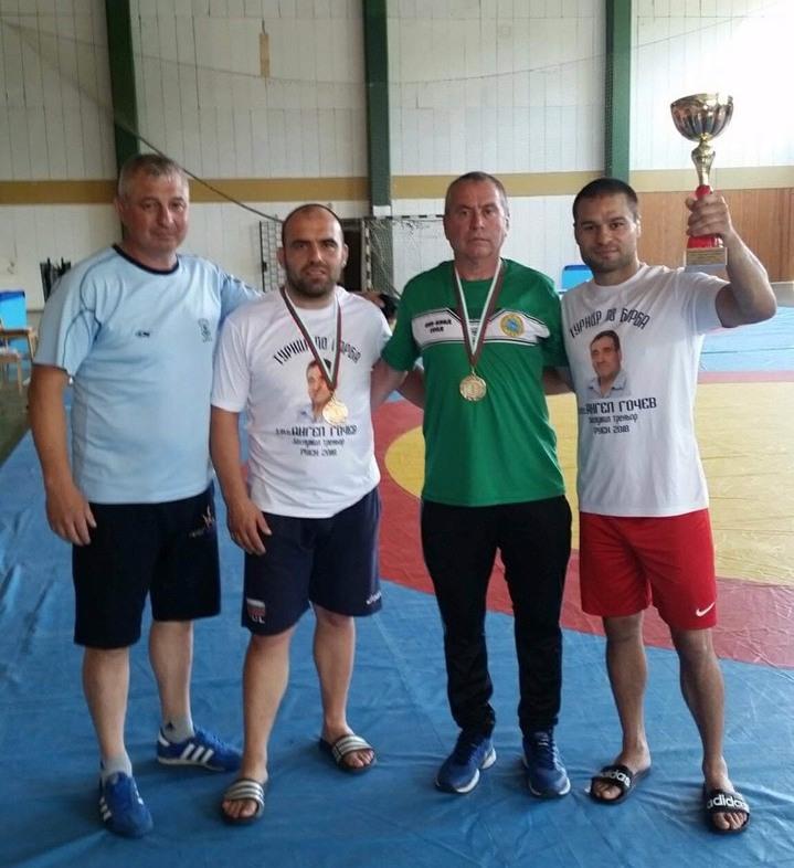 Борците на Руен се завърнаха с куп медали от Ловеч
