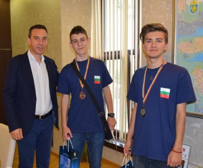 Бургаски математици със сребро и бронз от Балканска олимпиада
