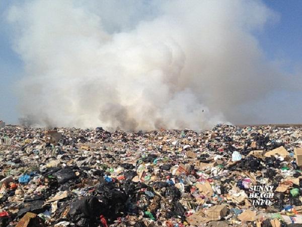 Чак в Сарафово се оплакват от горящото сметище на Каменар