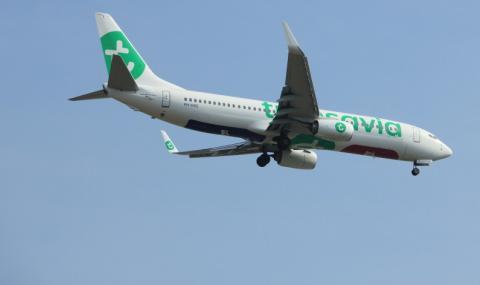 Самолет кацна аварийно заради... газове на пътник