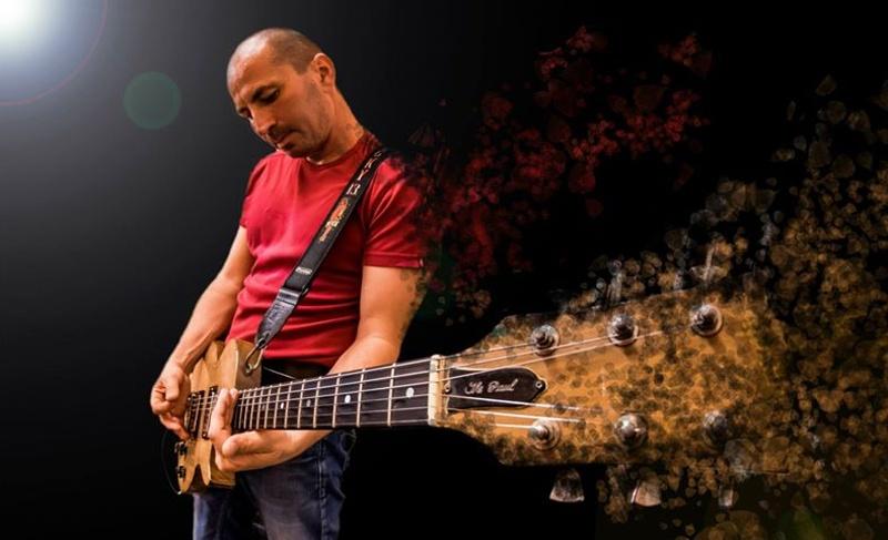 Атанас Недев – китаристът на Stiff Bones, свирил на парти за края на света