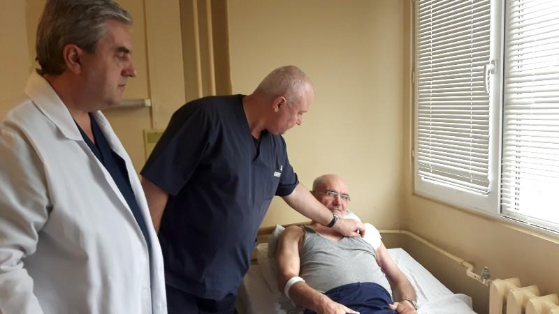 В УМБАЛ Бургас отстраниха 35-сантиметров тумор от рамото на пациент