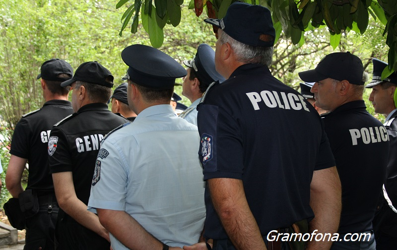 Бургаски полицаи излизат на протест