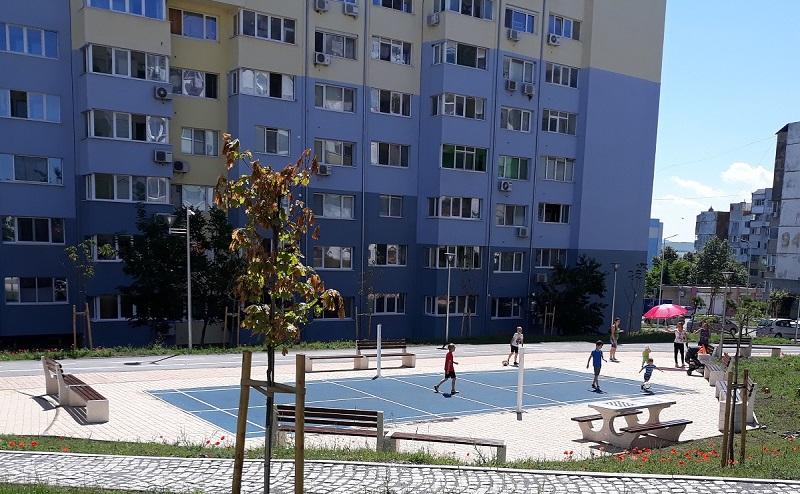 Нова улица, паркоместа и две детски площадки в зона В на Меден рудник