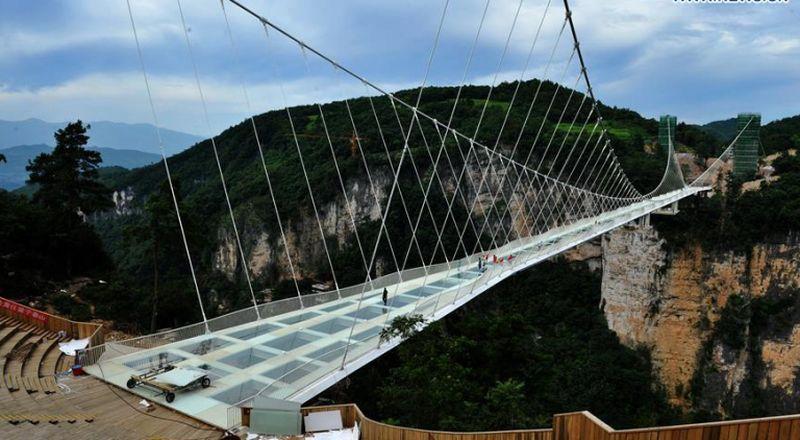 Китай построи най-дългият стъклен мост в света
