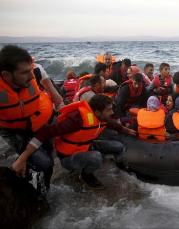 Европа очаква още милион мигранти и бежанци