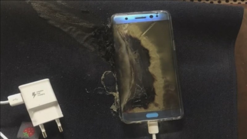 Самсунг ще загуби около 3 млрд. долара заради самовзривяващия се телефон