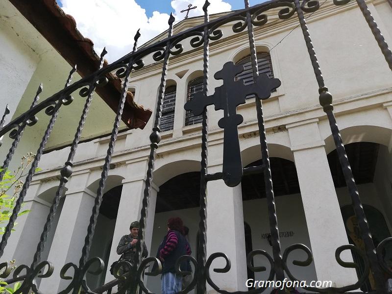 Прекръстената църква в Кости