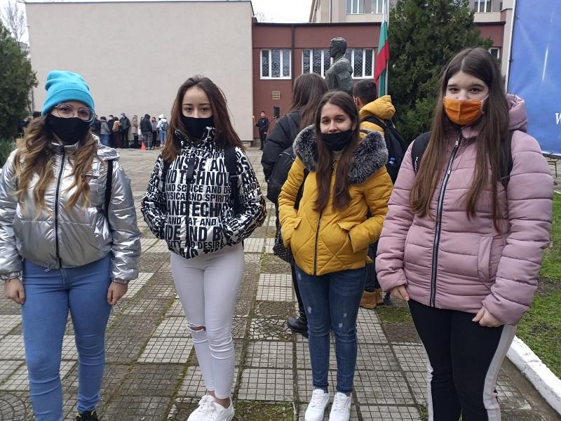 Ученици от Руската гимназия в Бургас: Ценностите на Левски са като камък и можем да се опрем на тях и сега