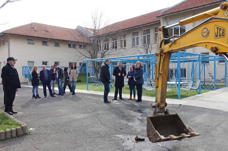Разширяват училището в Свети Влас