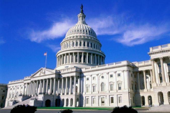 Конгресмени одобриха мярка, която ще позволи на над 2 милиона имигранти да останат в САЩ