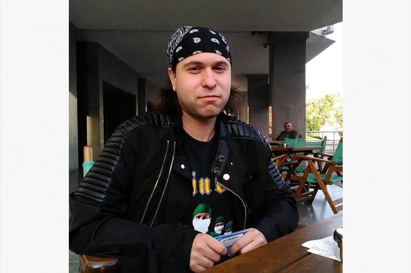 Петър Станчев – бургаският рокаджия, който съчетава музиката с учителството