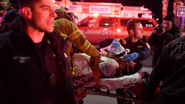 Двама загинаха след падане на хеликоптер в река Ийст Ривър