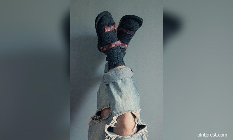 Сандали с чорапи за зимата? Маноло Бланик харесва това