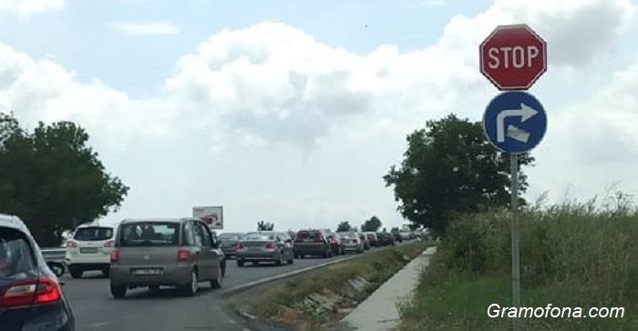 Катастрофа и задръстване на входа на Бургас (ОБНОВЕНА)