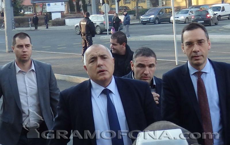 Борисов спря обществената поръчка за спортния комплекс в Славейков