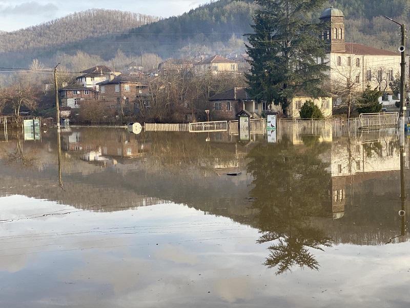Вижте наводненото село Кости