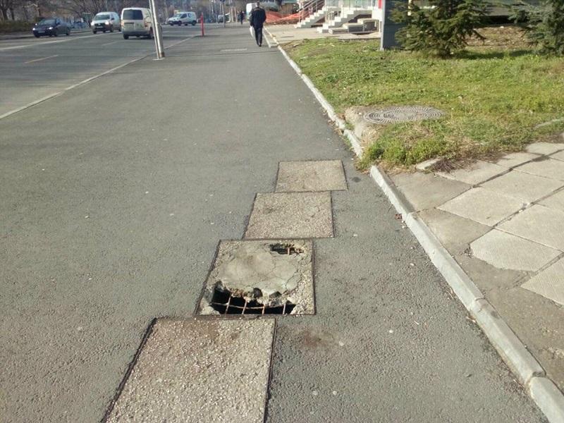 Сигнал до Gramofona.com: Опасна дупка на оживен тротоар