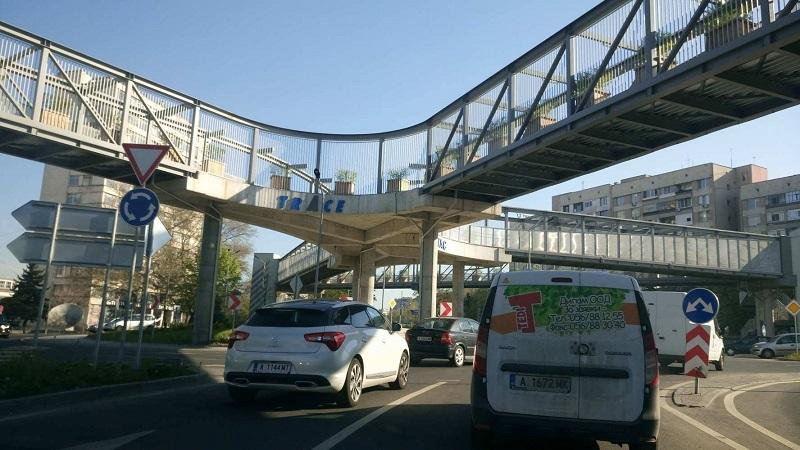 Катастрофа между лека кола и автобус от градския транспорт в Бургас