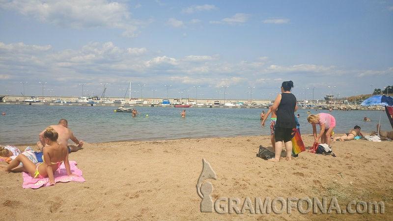 Здравните власти категорични: Радиация на плажовете в Черноморец няма