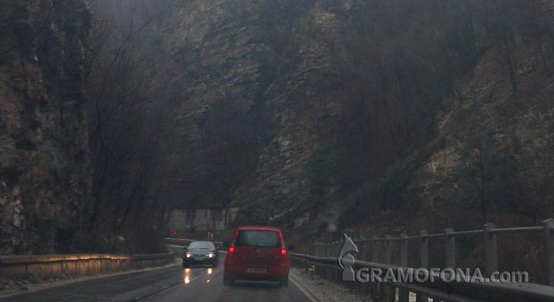 Пътищата в Бургас са мокри, шофирайте внимателно