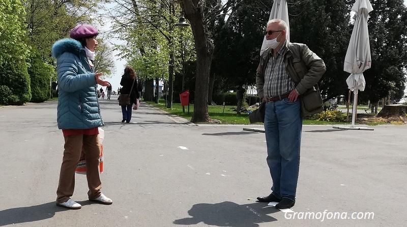 Психолог : Маските навън са социален експеримент, в който участват три групи