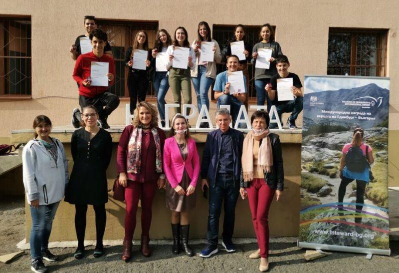 Младежи от Карнобат получиха отличия от Международната награда на херцога на Единбург