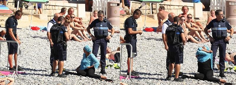 Френската буркини полиция в акция