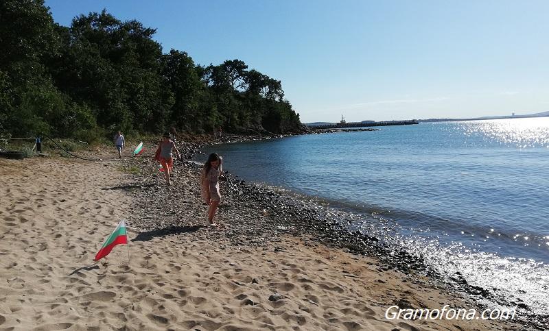 Бургазлии: Стига наглост и безочие за плажа в Росенец