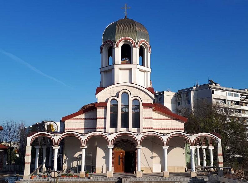 """За първи път отварят стъкленица със свето миро в храма """"Св. Николай Мирликийски Чудотворец"""""""