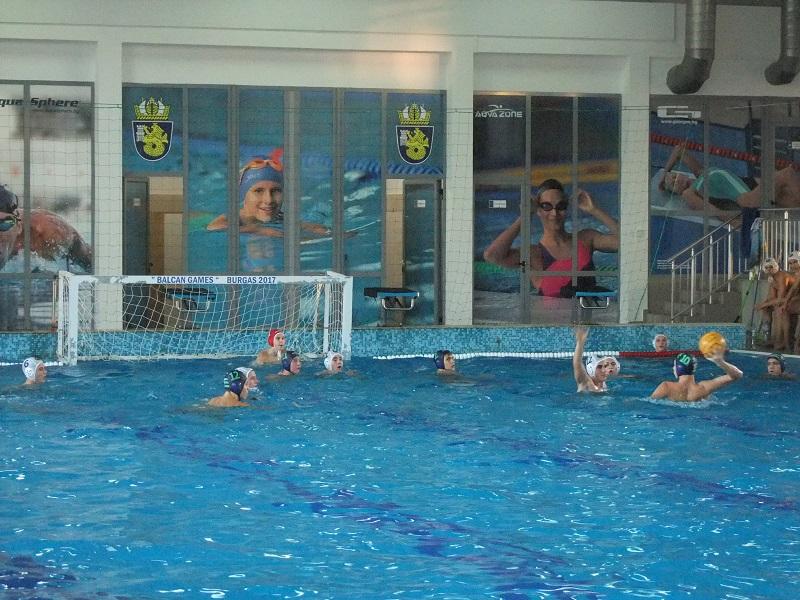 Черноморец класира втори отбор за финалите по водна топка