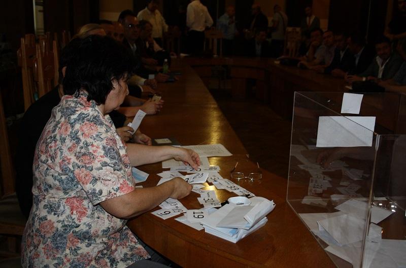 Избирателната комисия определи номерата на бюлетините на независимите кандидати и местни коалиции в Бургас