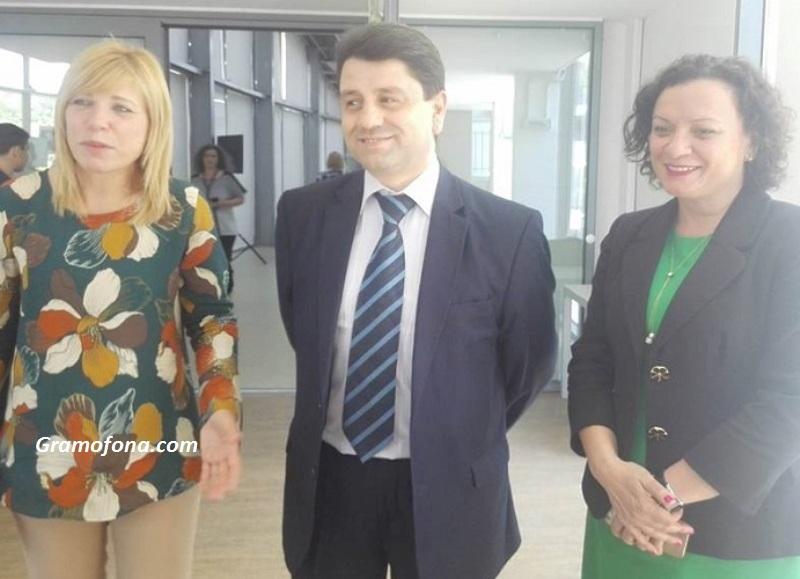 Не се строят бежански лагери в Любимец, Елхово и Малко Търново, обяви зам.-министър Ципов