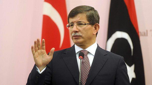 Турският премиер се оттегля. Призна, че оставката му е чужд избор