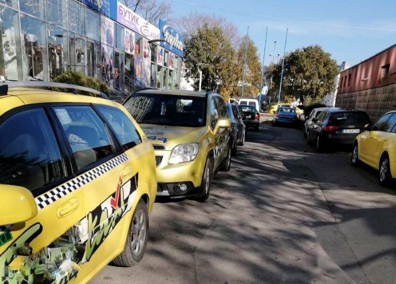 От два до три пъти скачат тарифите на такситата