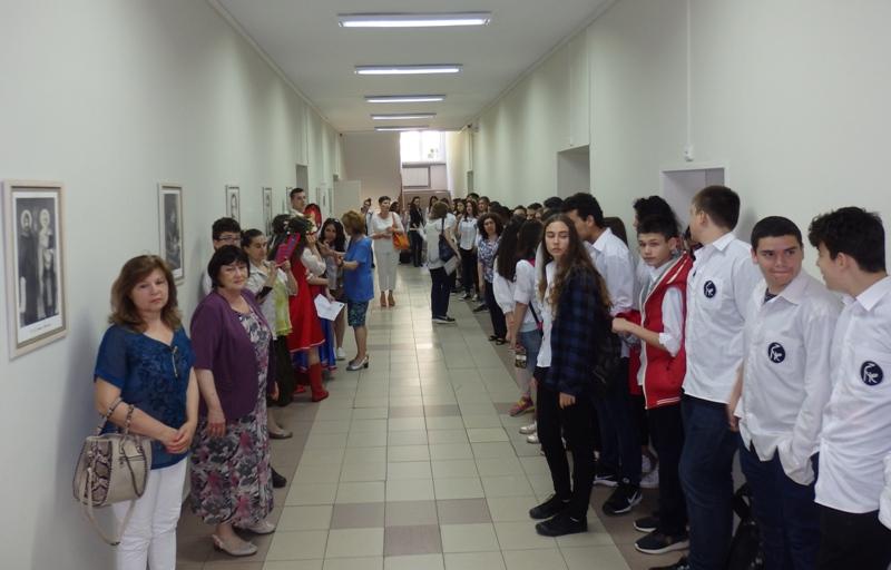 Четящ коридор в Руската гимназия