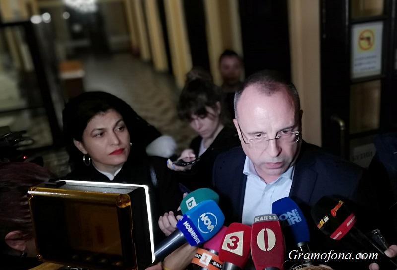 10 браншови организации искат оставката на земеделския министър. Той: Не надграждат нищо ново