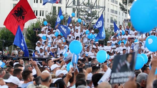 Предсрочни парламентарни избори в Албания