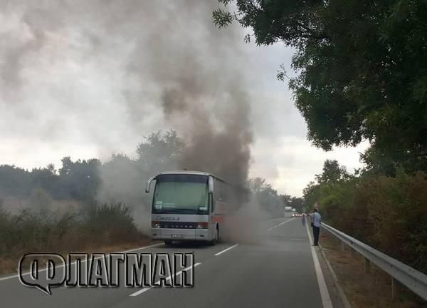 Автобус с немски туристи се запали край Крушевец