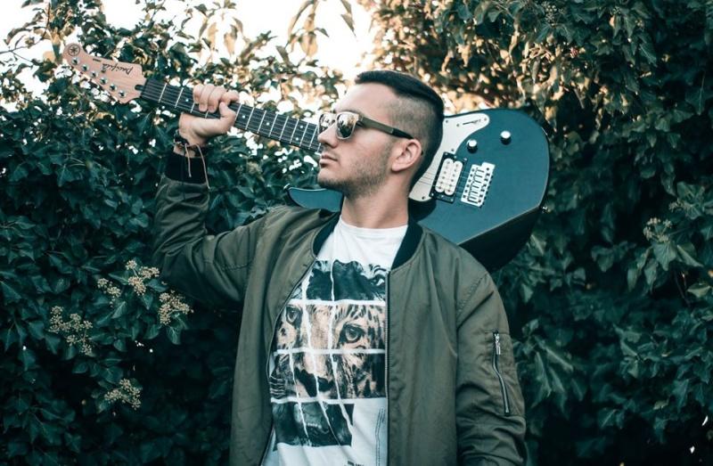 Павел Йорданов – китаристът, който мечтае музиката му да докосне сърцата на хората