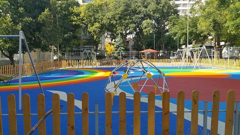 Строят нова детска площадка в Лозово