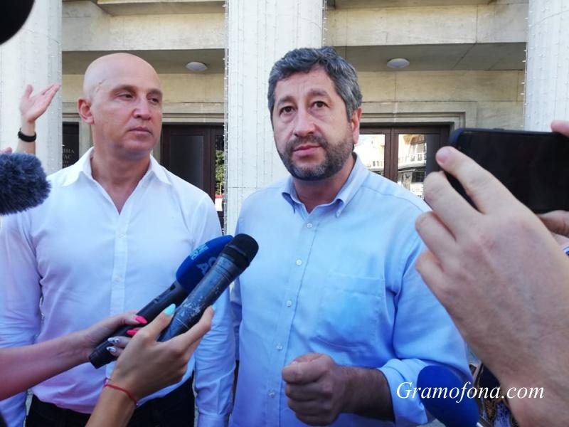 12 000 доброволци на Демократична България ще бдят за честен вот