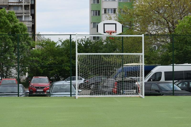 Продължава обновяването на спортните площадки в бургаските училища