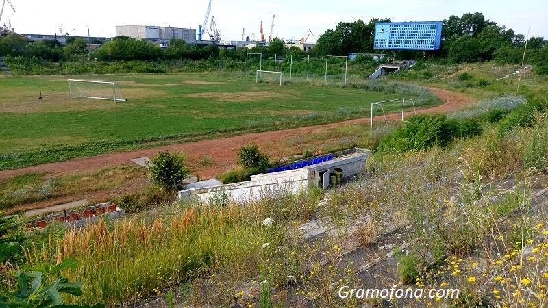 Изгуби ли Бургас битката за стадион Черноморец?