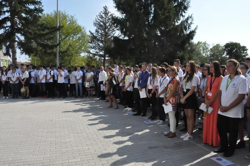 Деца от София, Шумен, Добрич и Варна избраха бургаската компютърна гимназия