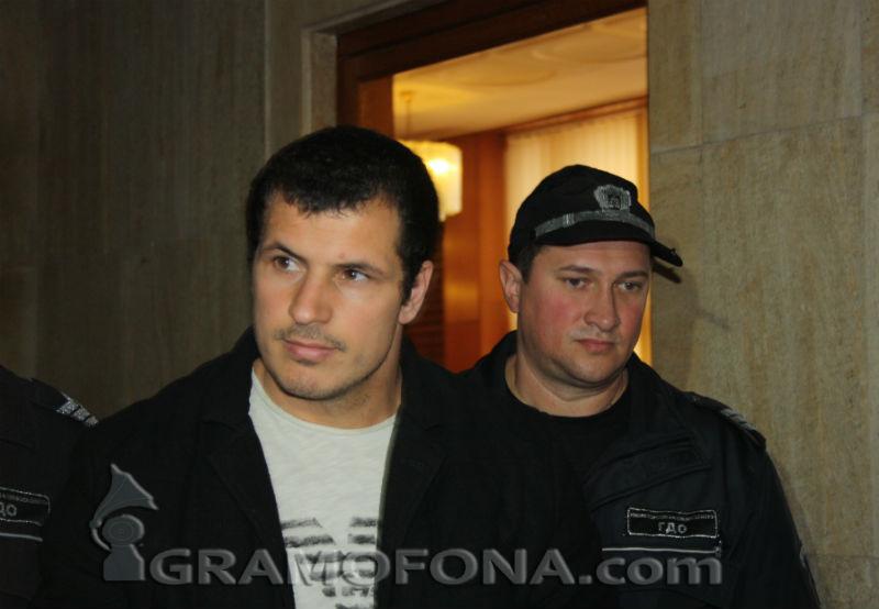 Мартин Душев в съда: Пуснете ме, кой баща бяга от невръстното си дете?