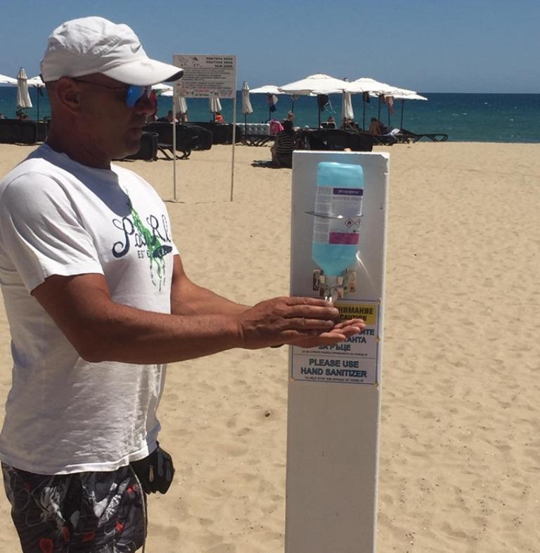 Плажът в Слънчев бряг е снабден с диспенсъри с дезинфектант за плажуващите