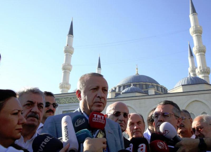 Турският президент припадна в джамия