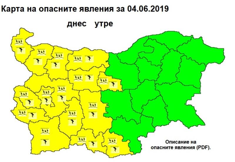 Обилни валежи и гръмотевични бури в половин България